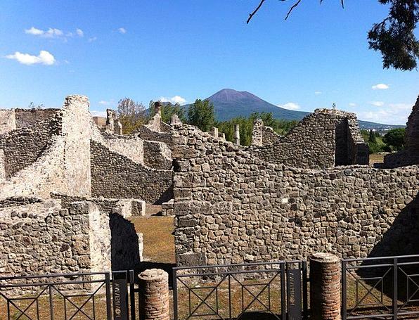 Pompeii Monuments Places Culture Ethos Vesuvius It
