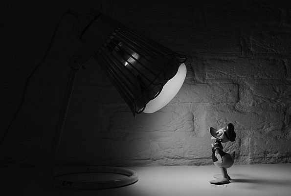 Donald Duck Attention Comic Witty Spotlight Lamp C
