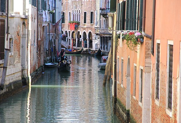 Gondoliers Stations Water Aquatic Channels