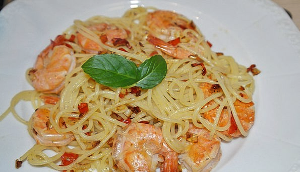 Spaghetti Drink Food Shrimp Scampi Hearty Seafood