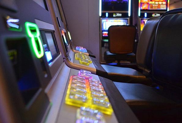 Slot Machine Distributor Betting Addiction Habit G