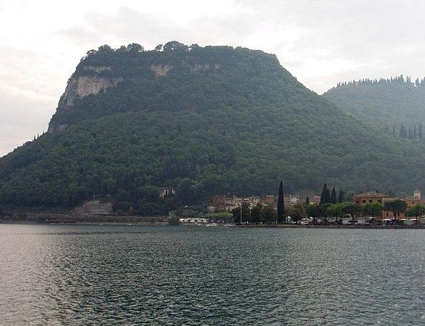 Italy Landscapes Nature At Malcesine Garda Landsca