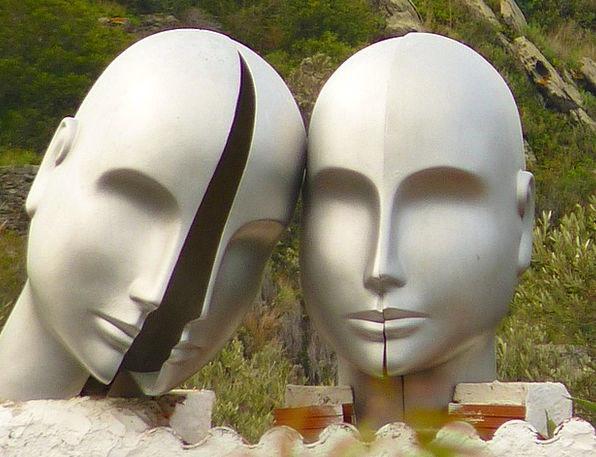 Heads Skulls Lligat Port Dalí Museum Gallery Face