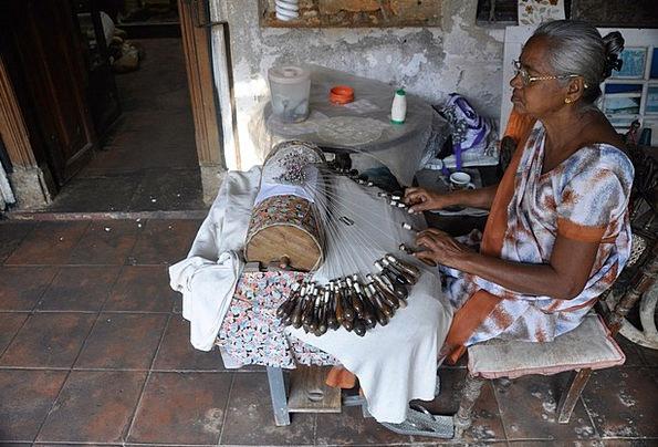Woman Lady Fashion Beauty Embroidering Sewing Sri