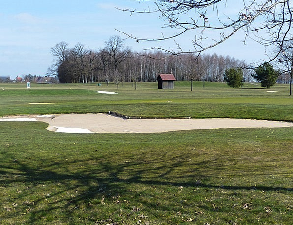 Golf Course Bunker Shelter Green Space Sand Shingl