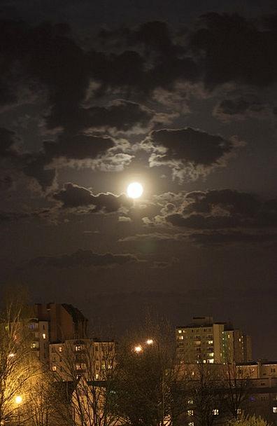Moon Romanticize Night Nightly The Fullness Of Bui