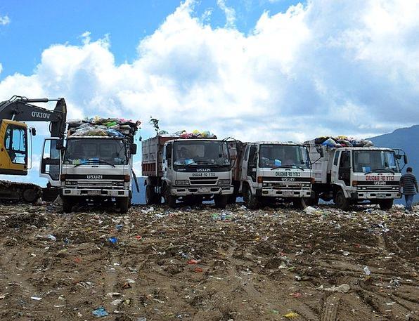 Garbage Junkyard Trucks Cars Dump Landfill Site Pl