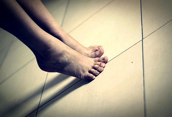 Feet Bases Human Body Toe Soil Earth Body On Tipto