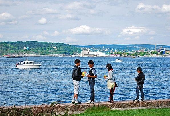 Children Broods Marine Game Willing Sea Oslo Islan
