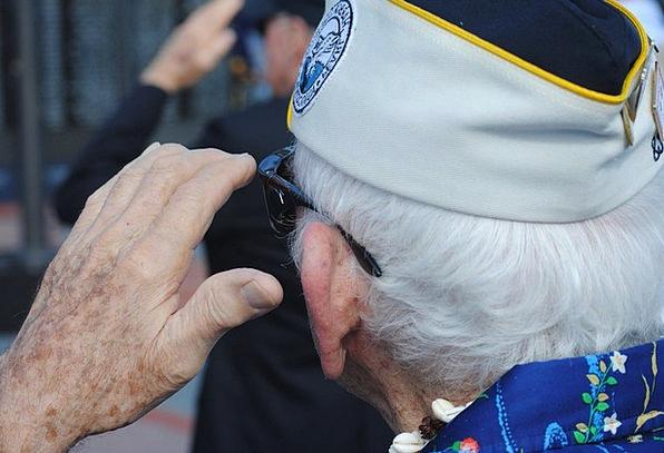 Veteran Expert Examine Pearl Harbor Vet United Sta