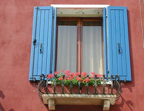 Window Gap Frontage Painted Tinted Facade Colorful