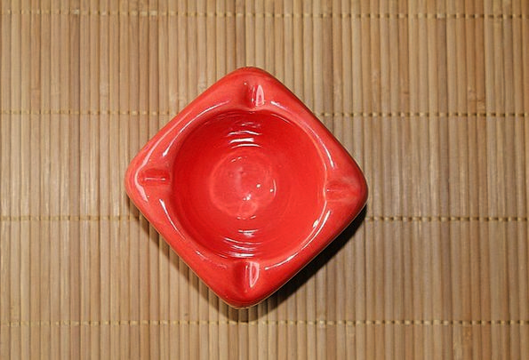 Ashtray Bloodshot Square Four-sided Red