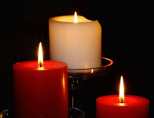 Red Bloodshot Snowy Light Bright White Candles Tap