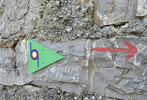 Road Mark Spot Hiking Mountaineering Mark Sign Sym