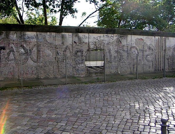 Berlin Wall Piece Berlin Fragment Germany Ddr Fede