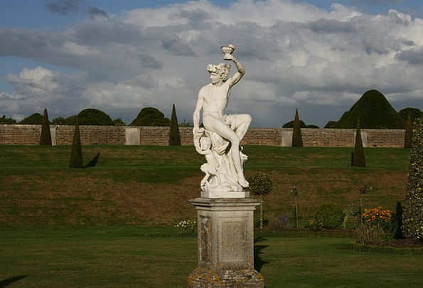 Statue Figurine Snowy Garden Plot White Beauty Lov