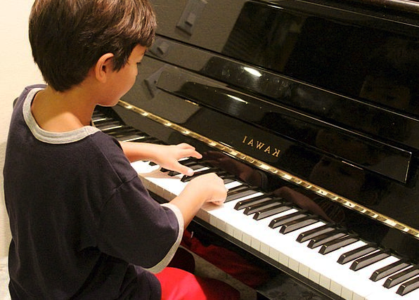 Piano Keyboard Lad Playing Live Boy Learning Knowl