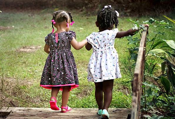 Girls Lassies Landscapes Broods Nature Kids Childr