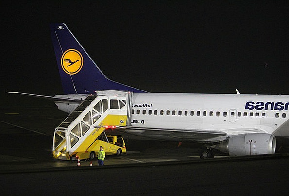 Lufthansa Vacation Airplane Travel Boeing Aircraft