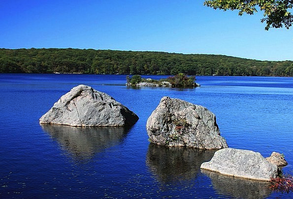 Rock Pillar Pebble Lake Freshwater Stone Island Is