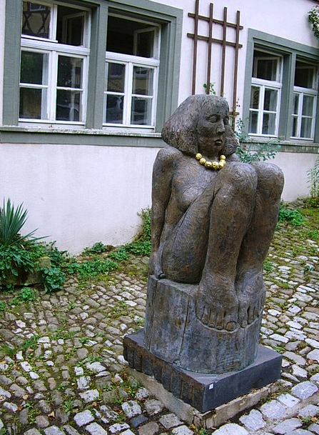 Sculpture Statue Girl Lassie Stone Figure Gold Cha