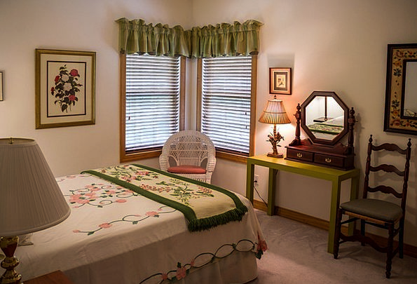 Bedroom Bed Chamber Guest Room Duvet Comforter Lad