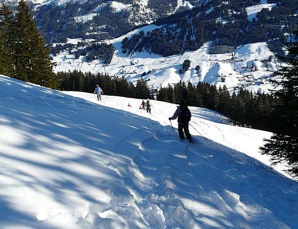 Skiing Departure Leaving Skiers Deep Snow Runway W